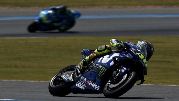 Valentino Rossi tidak bisa mengejar Andrea Iannone karena kondisi ban depan yang sudah mencapai batas.