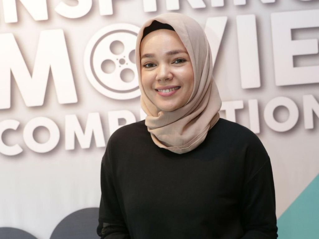 Jika Tak Khatam Al Quran Ramadan Ini, Dewi Sandra Masuk Pesantren