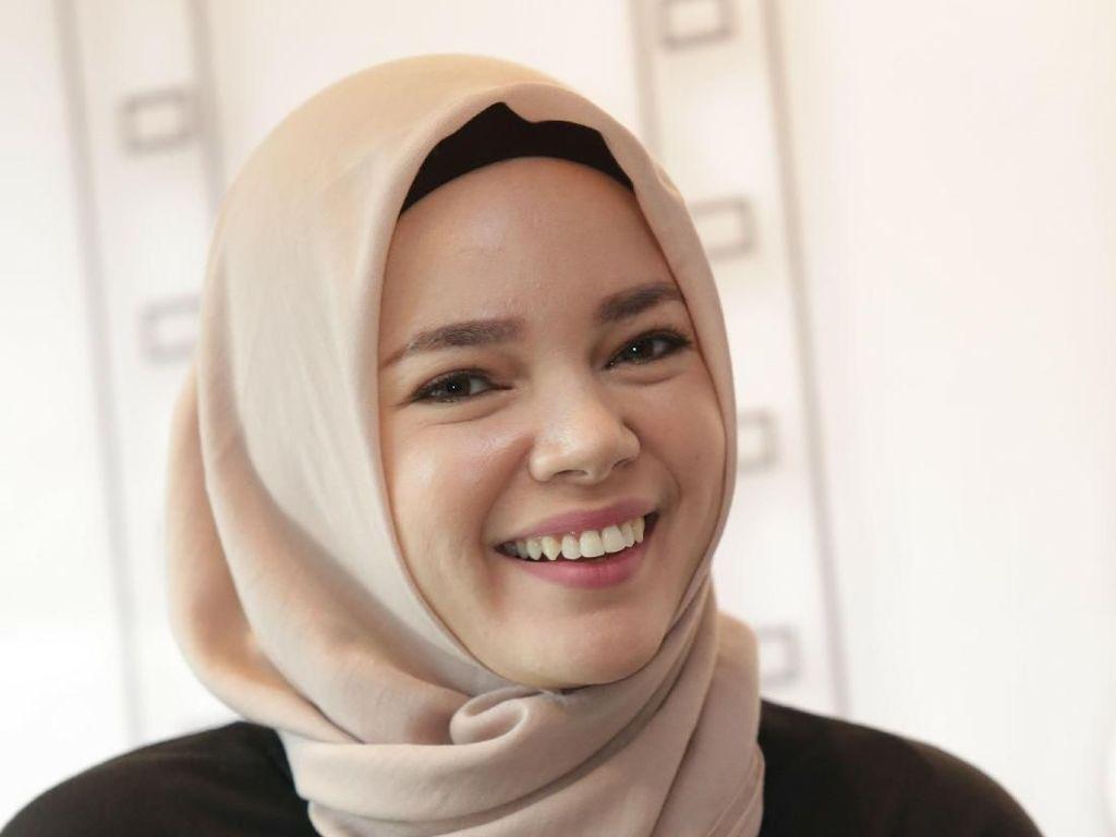 Sebelum Mualaf, Ayah Dewi Sandra Tak Percaya Agama