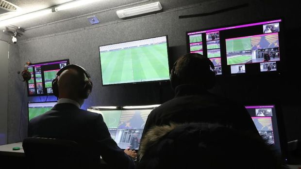 (FILES) In this file photo taken on October 25, 2017 Brazilian referee Wilton Pereira Sampaio (C) and his assistants pass by a screen of the Video Assistant Referee (VAR) before the start of the Copa Libertadores 2017 semifinal first leg football match between Argentina's River Plate and Lanus at the Monumental stadium in Buenos Aires. The controversial Video Assistant Referee (VAR) system looks set to be used at the World Cup in Russia after international rules body IFAB gave it their backing on March 3, 2018.