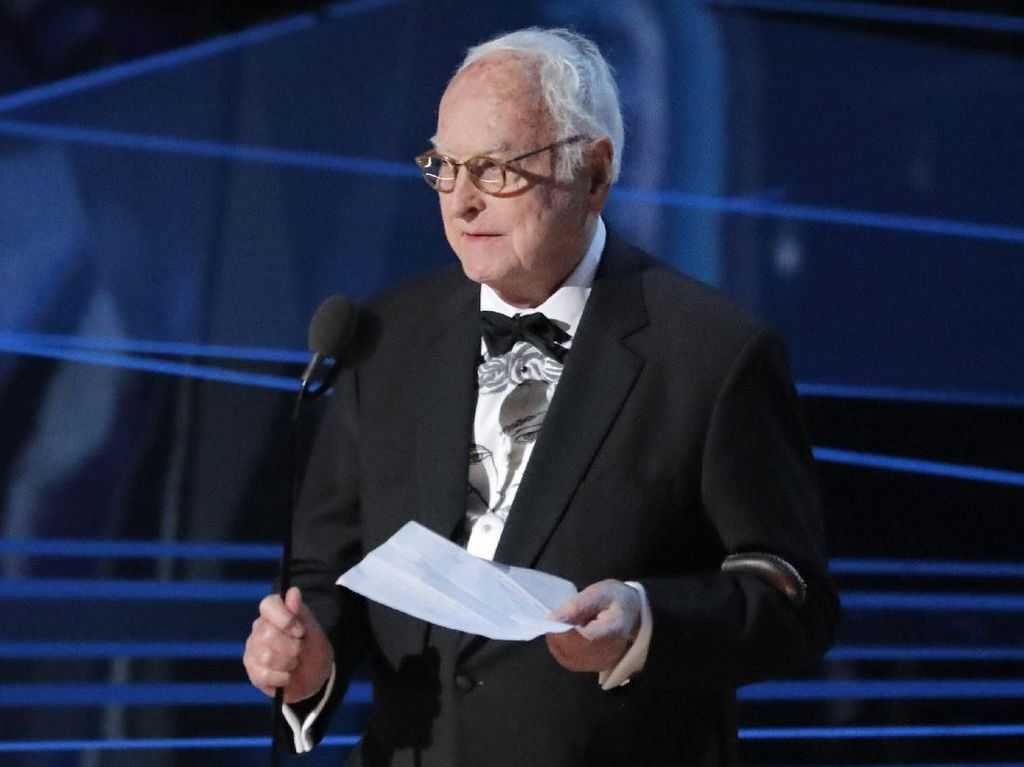 James Ivory Bawa Pulang Piala Best Adapted Screenplay Lewat Call Me By Your Name