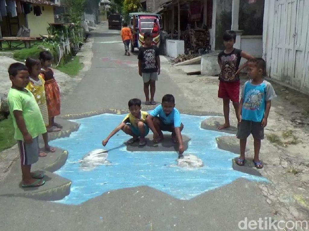 Menarik! Jalanan Kampung di Rembang Ini Dilukis 3 Dimensi