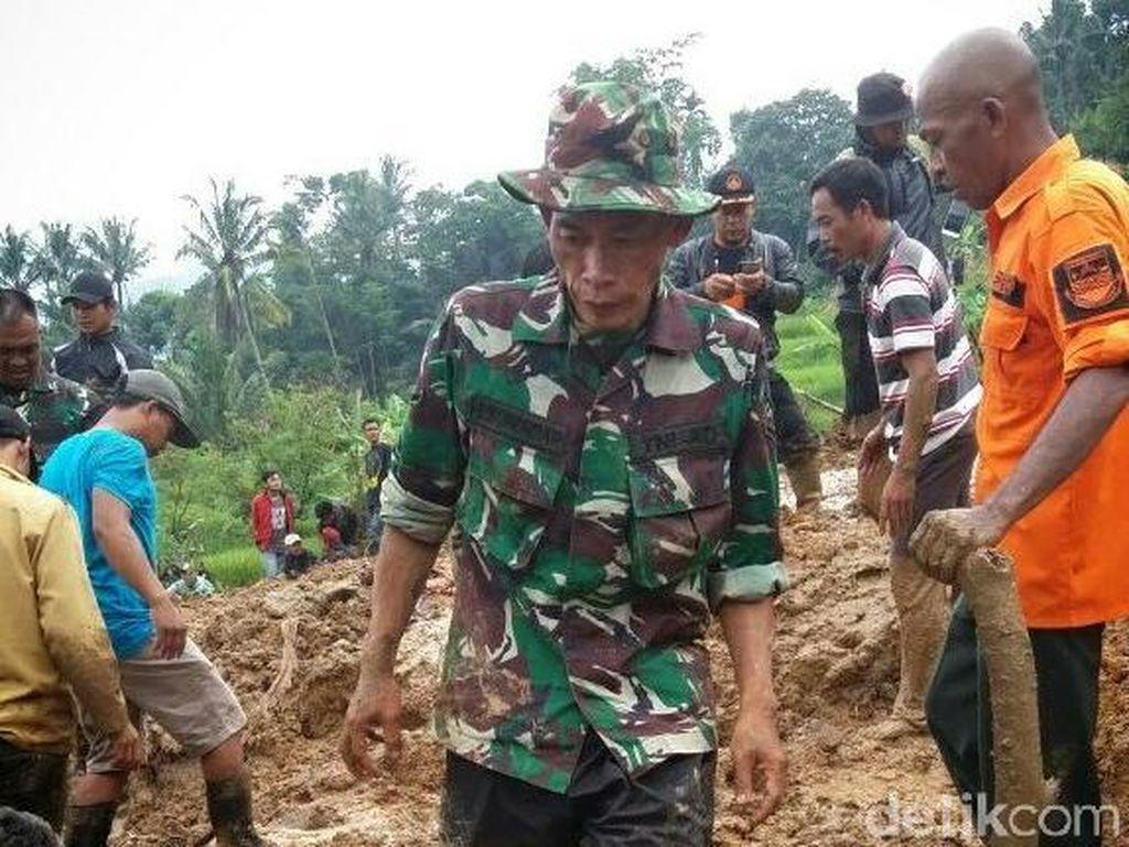 Longsor Bandung Barat, Satu Anak Tewas Tertimbun