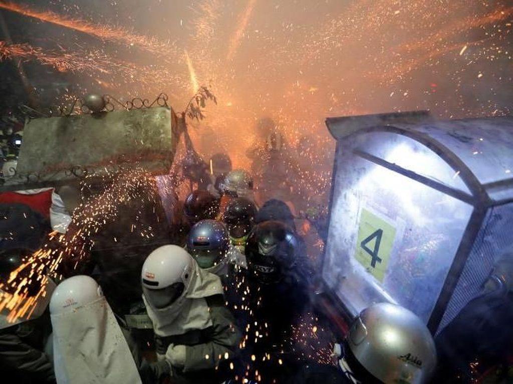 Foto: Ratusan Ribu Petasan, Tolak Bala dan Penghormatan Dewa