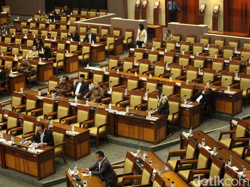 Paripurna Penutupan Masa Sidang, 363 Anggota DPR Tak Hadir