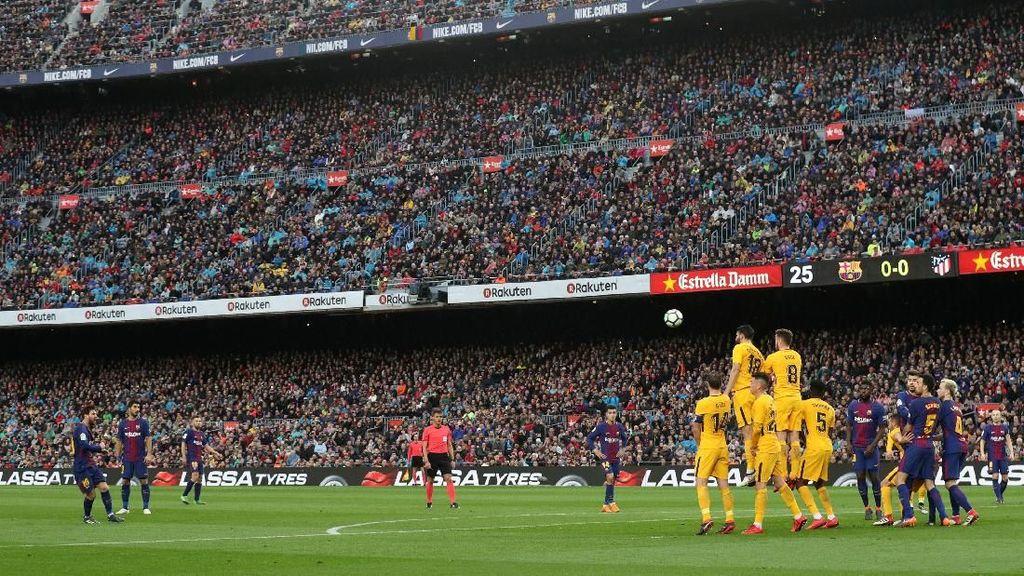 Foto: Lengkungan Indah nan Mematikan dari Tendangan Bebas Messi