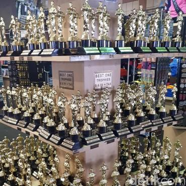 Berbagai Toko di Hollywood Ramai Jual Pernak-pernik Oscar