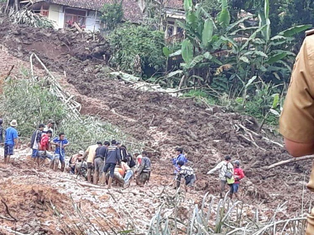 Tim SAR Masih Cari 1 Korban Tertimbun Longsor di Bandung Barat