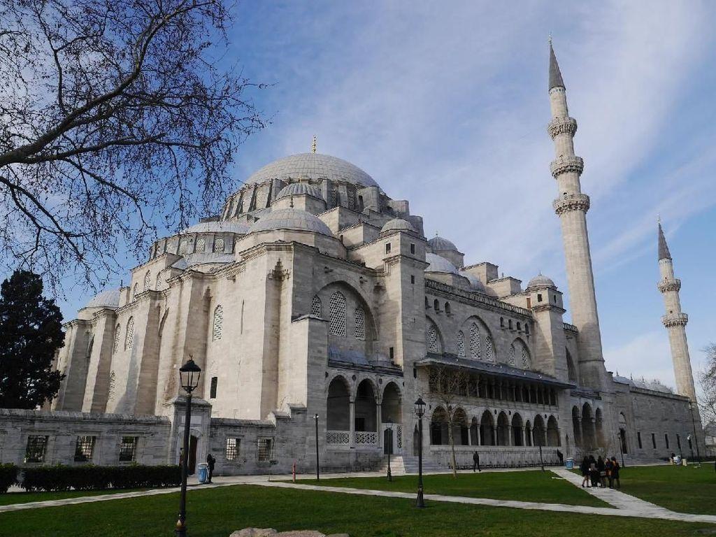 Foto: Satu Lagi Masjid Cantik di Turki Selain Blue Mosque