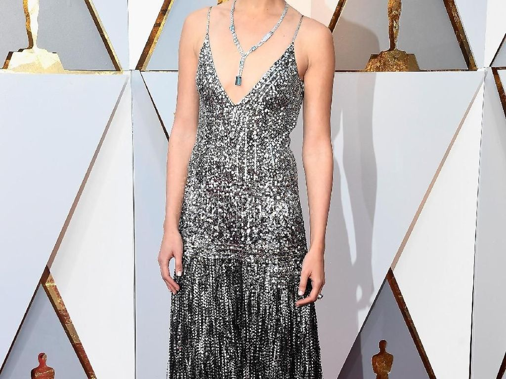 What a Wonder Woman! Cantiknya Gal Gadot di Red Carpet Oscars 2018