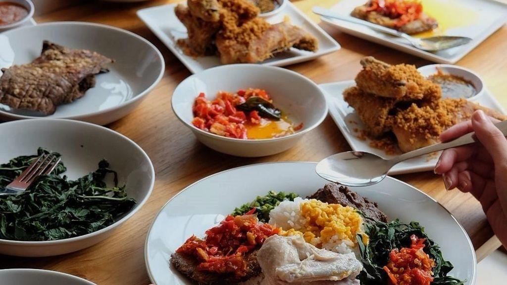 Amboi, Lamaknyo Nasi Padang Pilihan Netizen untuk Makan Siang Ini!