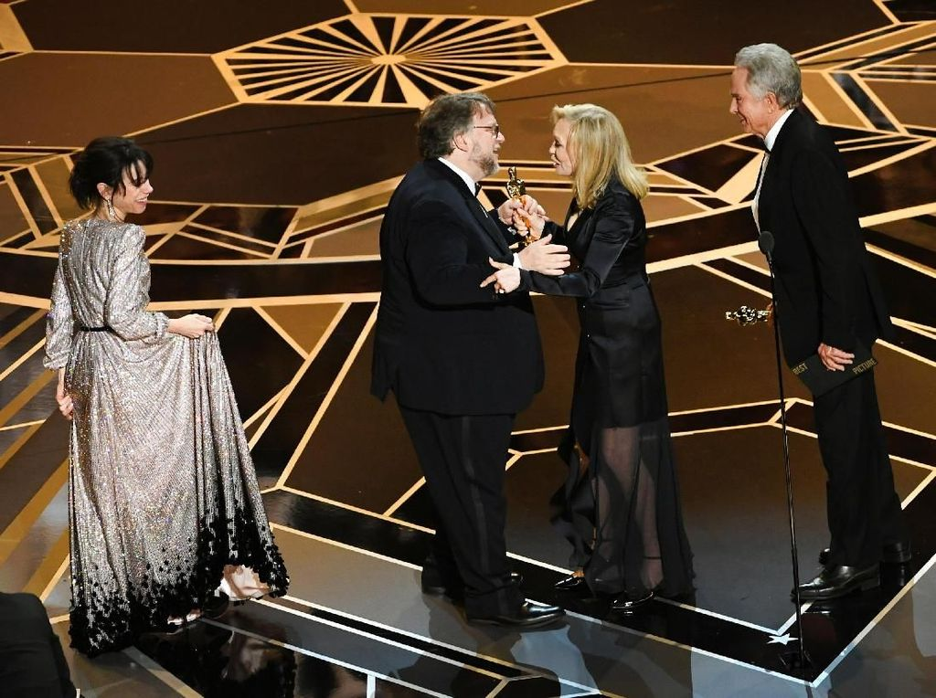 And the Oscar Goes To... The Shape of Water