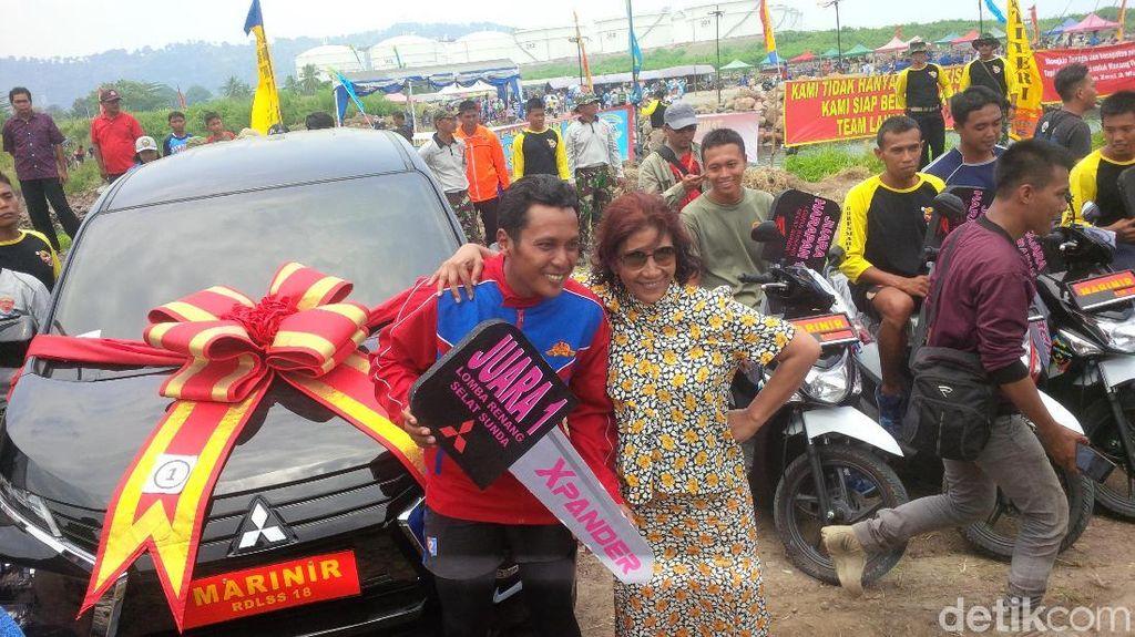 Foto: Kopda Budi Semringah Usai Taklukkan Selat Sunda 9,5 Jam