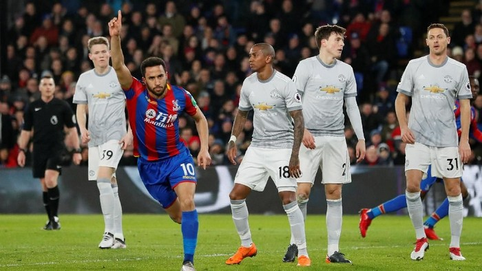 Soccer Football - Premier League - Crystal Palace v Manchester United - Selhurst Park, London, Britain - March 5, 2018   Crystal Palaces Andros Townsend celebrates scoring their first goal   REUTERS/David Klein    EDITORIAL USE ONLY. No use with unauthorized audio, video, data, fixture lists, club/league logos or