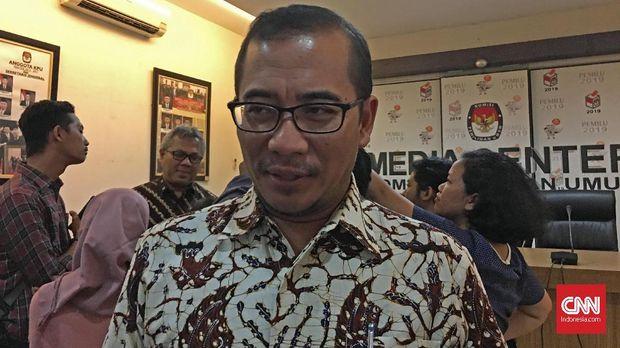 Anggota KPU Hasyim Asy'ari menyebut pihaknya dan Bawaslu masih akan menginvestigasi kasus surat suara tercoblos hingga 14 April.