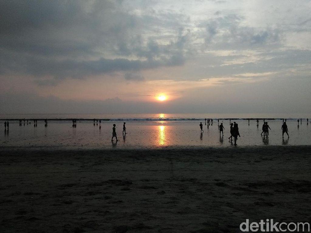 900 Turis Asing di Bali Dideportasi, Imigrasi: Kami Selektif