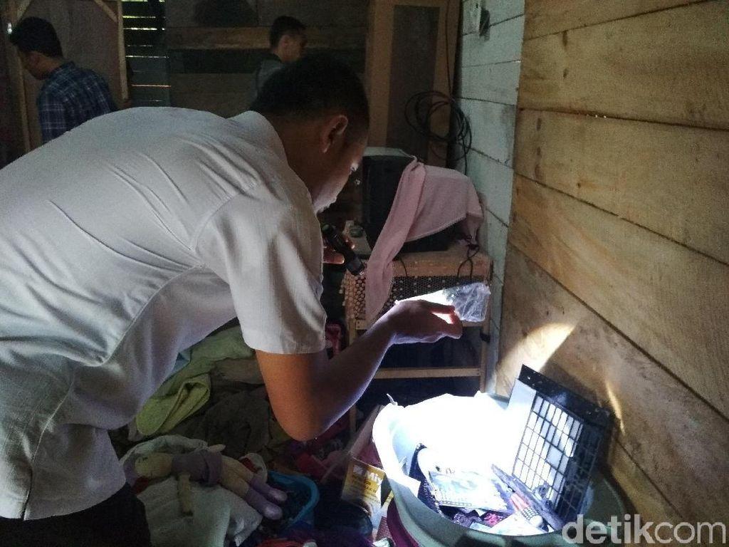 Polisi Geledah Rumah Tempat Ibu Digelonggong Anak dan Kerabat