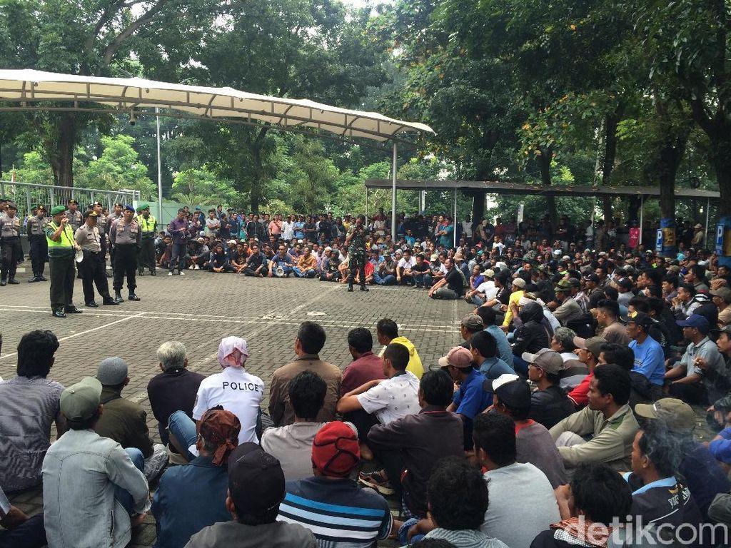 Tolak Penertiban Jaring Apung, Ribuan Petani Demo PJT II Jatiluhur