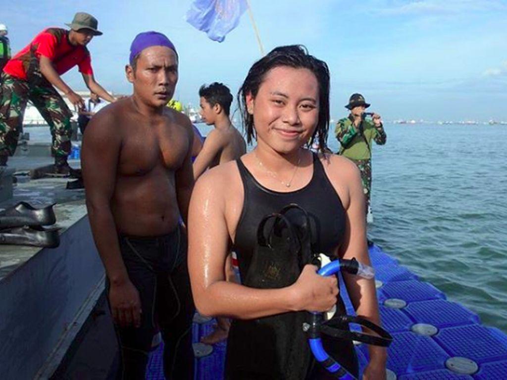 Mengintip Olahraga Dua Tentara Cantik yang Berhasil Taklukan Selat Sunda