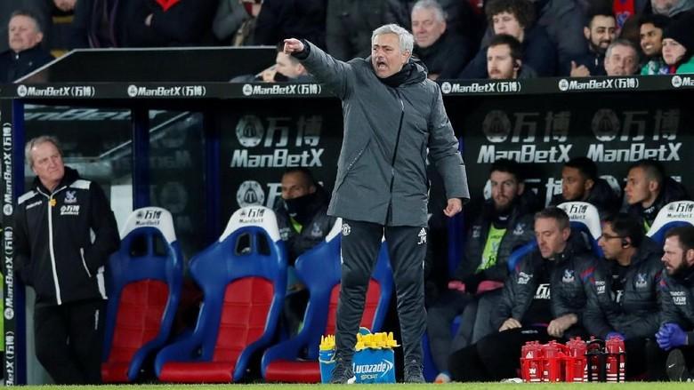 Pembelaan Mourinho untuk Chelsea