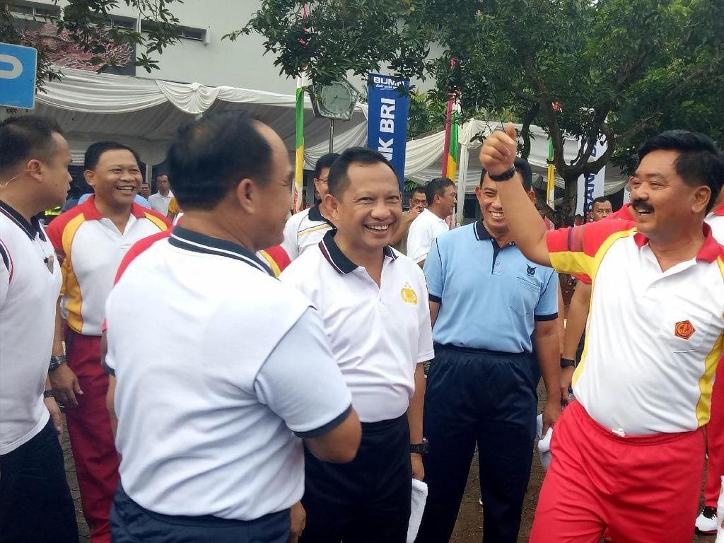 Saat Kapolri dan Panglima TNI Senam Hingga Makan Bubur Bareng