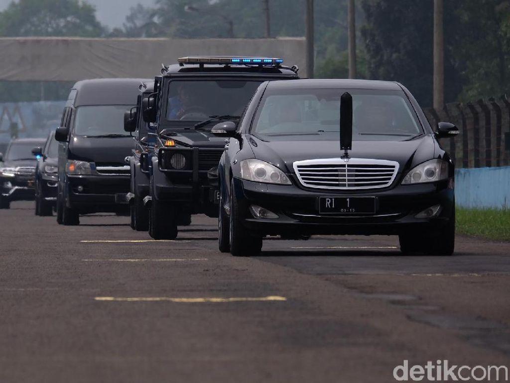 Foto: Saat RI 1 yang Ditumpangi Jokowi Ngetrek di Sirkuit Sentul
