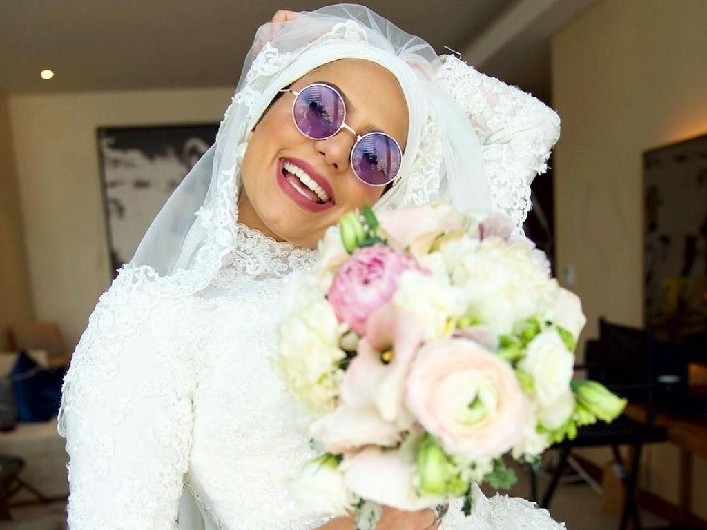 Gerah Ditanya Nikah, Hijabers Ini Menikah Tanpa Pengantin Pria?