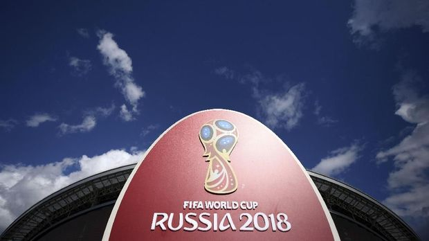(FILES) This file photo taken on June 17, 2017 shows the 2018 World Cup logo outside the Kazan Arena stadium in Kazan, Russia, ahead of the Russia 2017 Confederation Cup football tournament. Restaurant staff are taking crash language courses and landlords are jacking up prices as the mostly Muslim capital of Russia's Olympic dreams prepares to host the World Cup. / AFP PHOTO / FRANCK FIFE