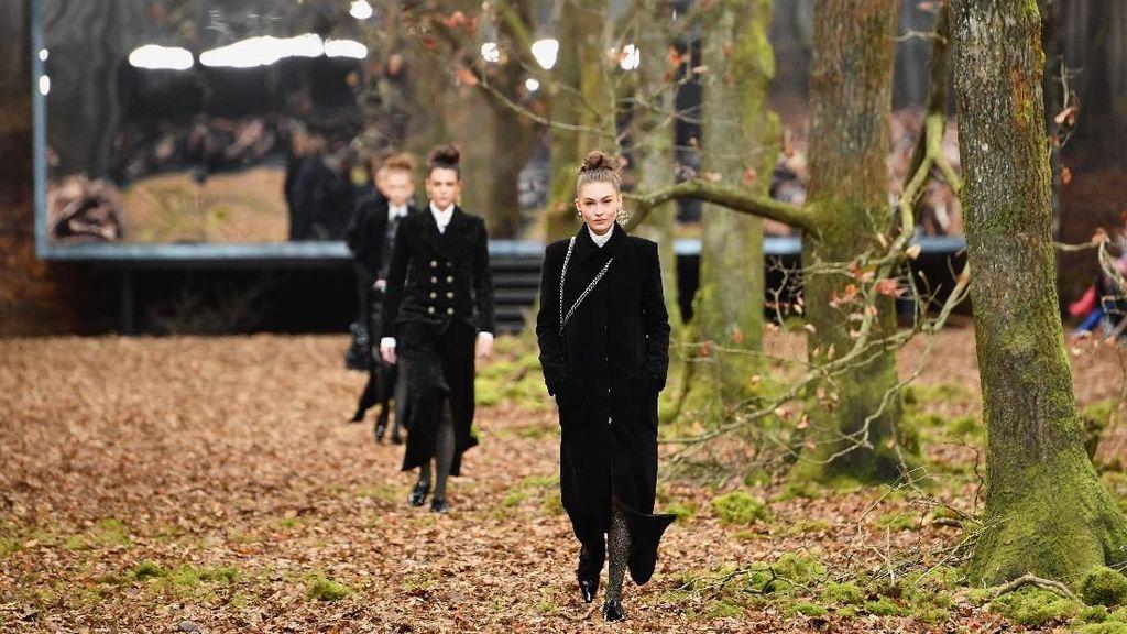 Foto: Chanel Sulap Gedung Bersejarah Jadi Hutan di Musim Dingin