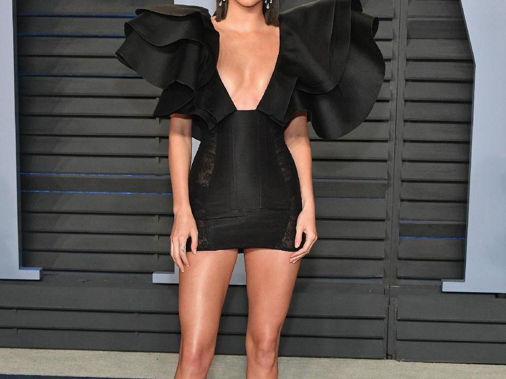 Diduga Lesbian karena Jarang Bersama Pria, Ini Kata Kendall Jenner