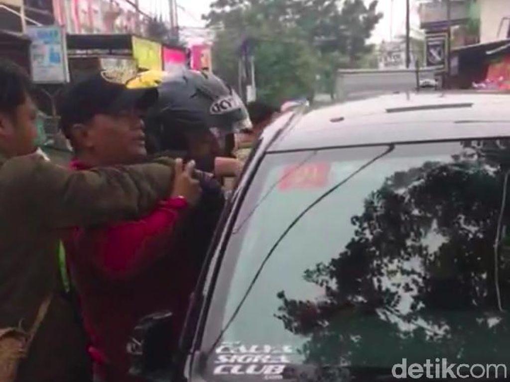 Pemuda Tabrak Lari Pemotor di Bandung Gunakan Mobil Pinjaman
