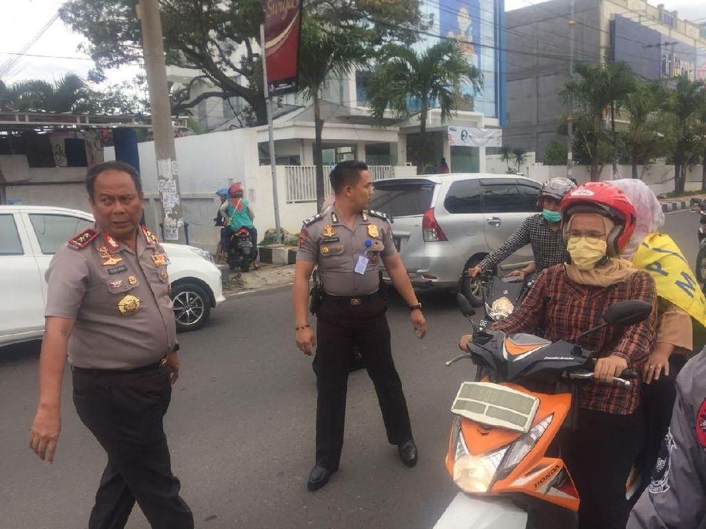 Aksi Spontan Kapolda Lampung Atur Lalin yang Macet Imbas Demo