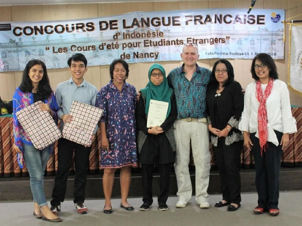 Cerita Gili Meno Antarkan Mahasiswi UI Summercourse di Prancis