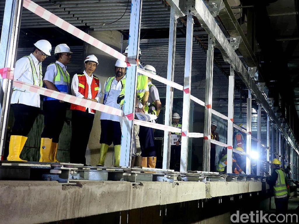 Jokowi Masuk Terowongan Proyek MRT