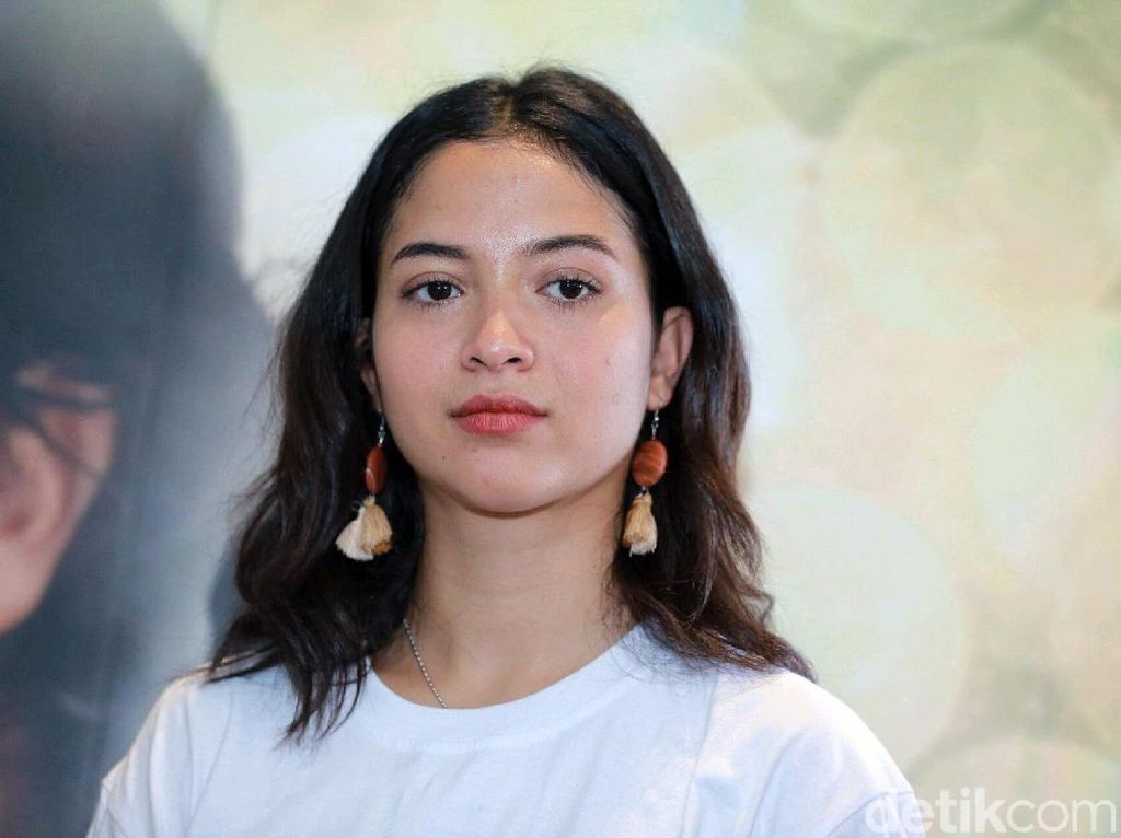 Putri Marino Berani Nikah Muda Setelah Dapat Piala Citra