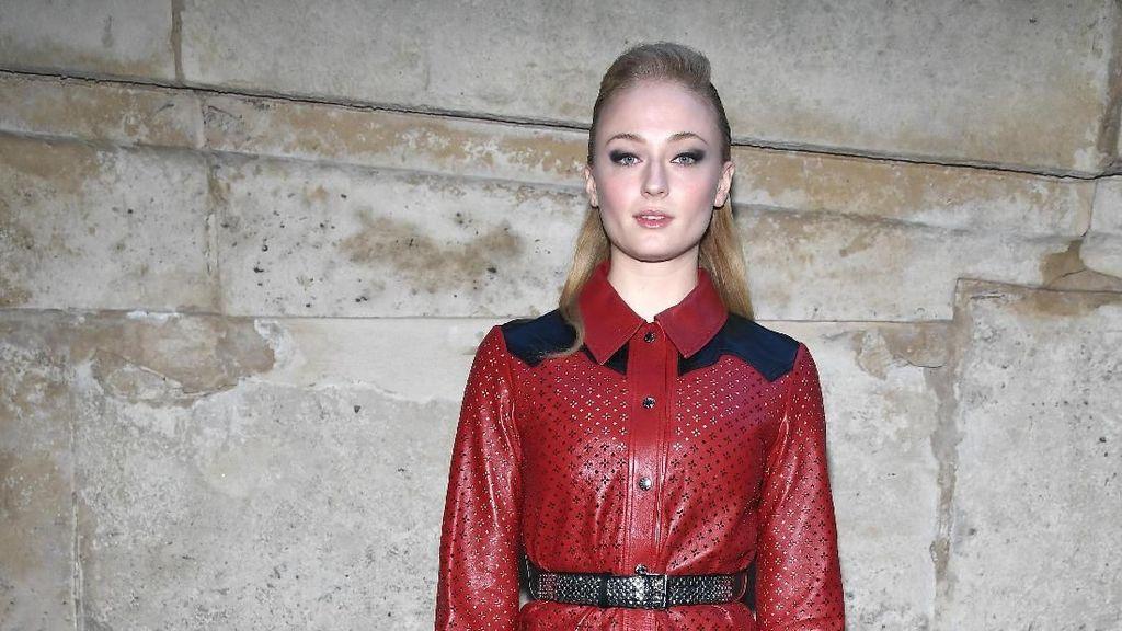 Foto: Adu Gaya 13 Artis Dunia di Front Row Louis Vuitton, Siapa Terkeren?