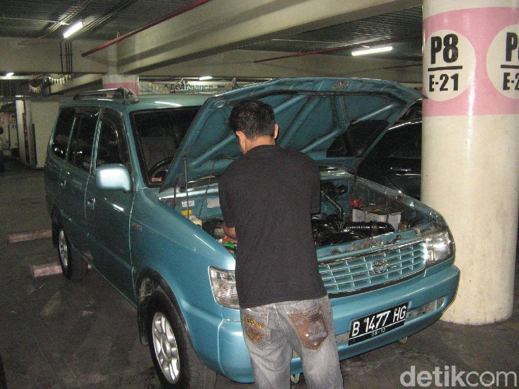 Mobil Kijang Jadul Jawaranya di Karawang