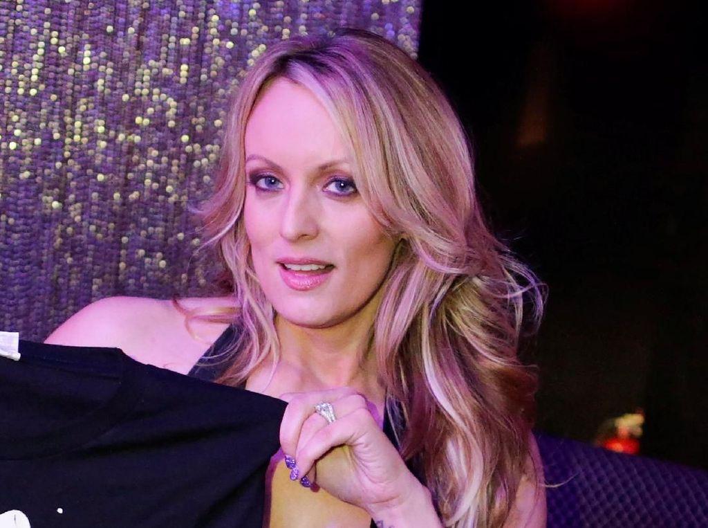 Bintang Porno Bekas Selingkuhan Trump Digugat Cerai Suaminya