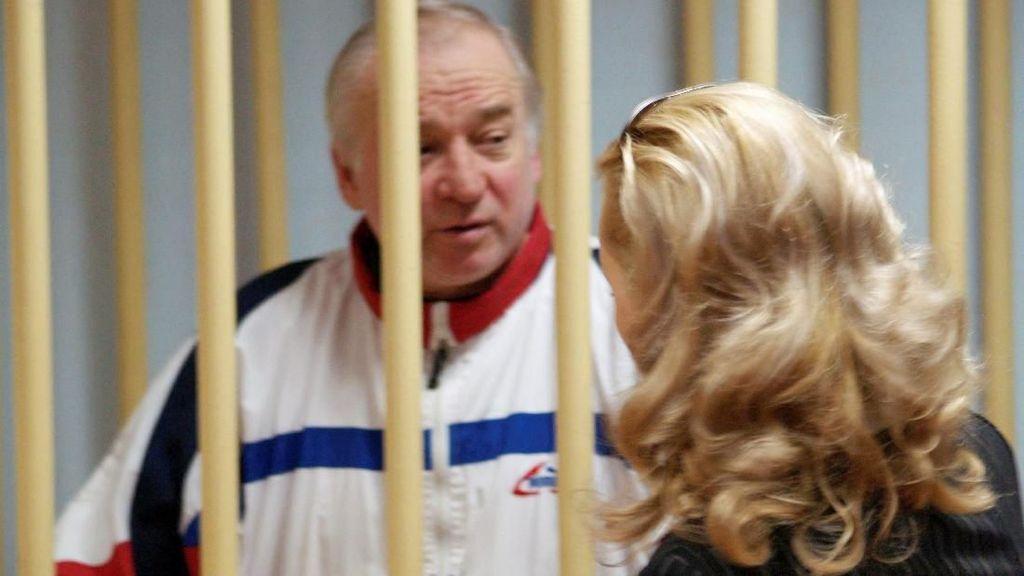 Rusia-Inggris Saling Tuduh Terkait Eks Mata-mata Diracun Gas Saraf