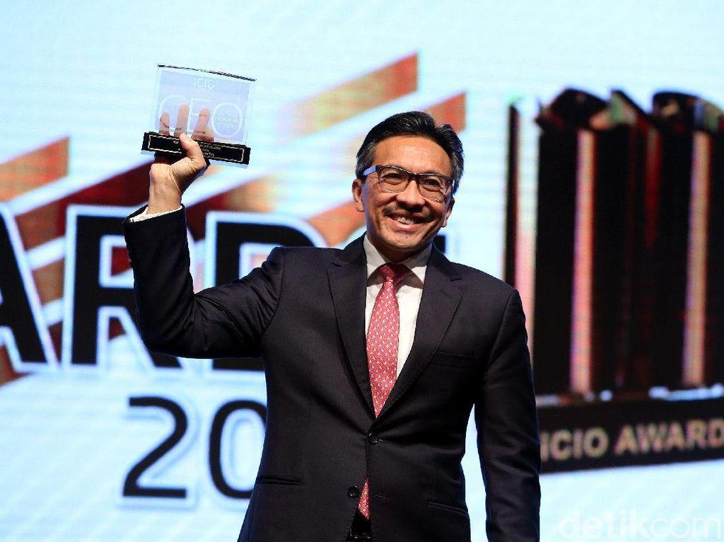 Presdir CIMB Niaga Raih Penghargaan The Most Inspiring CEO