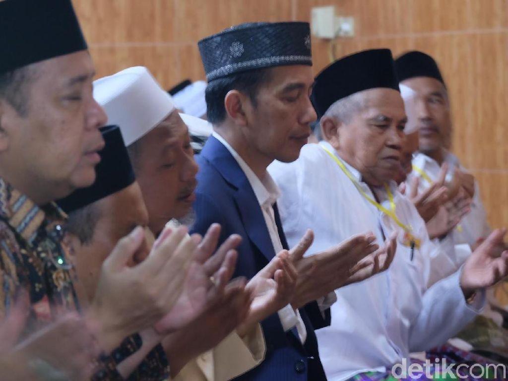 Tiba di Tuban, Jokowi Salat Magrib di Ponpes Langitan