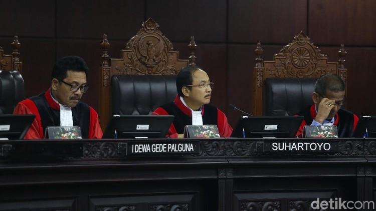 Tok! MK Larang Pengurus Parpol Jadi Calon Senator