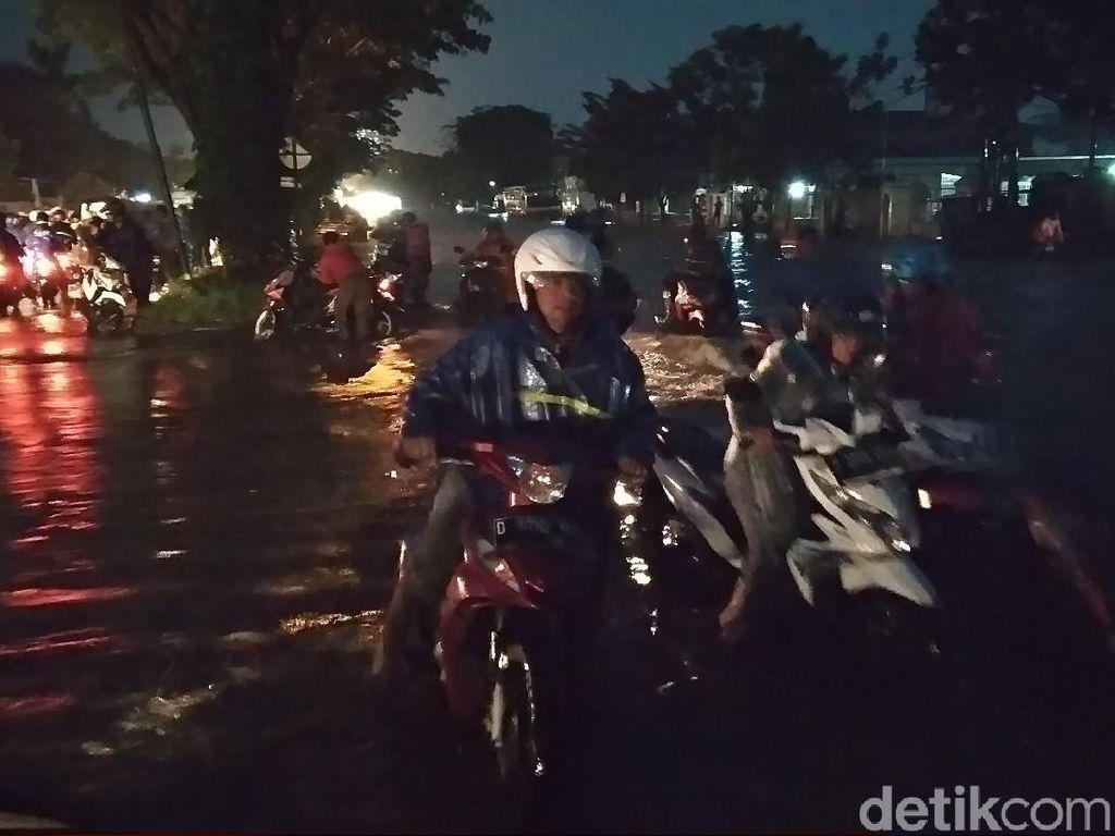 Banjir Landa Bandung Timur Berimbas Kemacetan di Sejumlah Titik