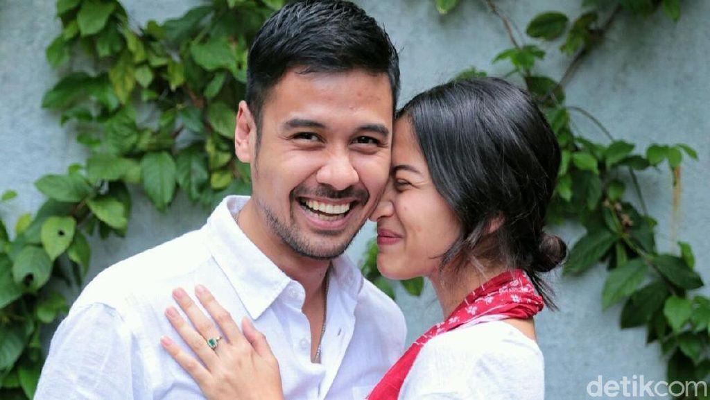 Happy Couple! Wajah Bahagia Chicco Jerikho dan Putri Marino