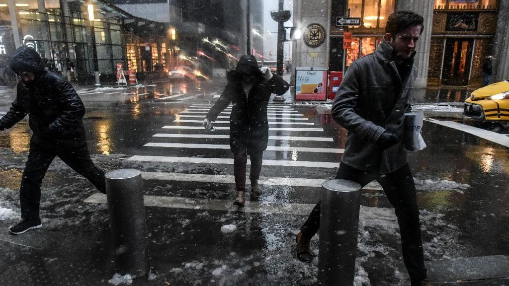 Penampakan Kota New York yang Diterjang Badai Salju Parah