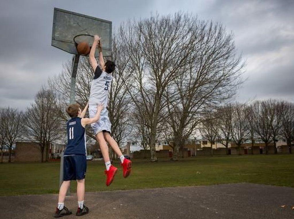 Foto: Ini Remaja Tertinggi Dunia, Usia 16 Tahun Tingginya 2,2 Meter