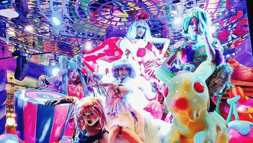 Serunya Menikmati Makanan di Dunia Monster Lucu di Harajuku
