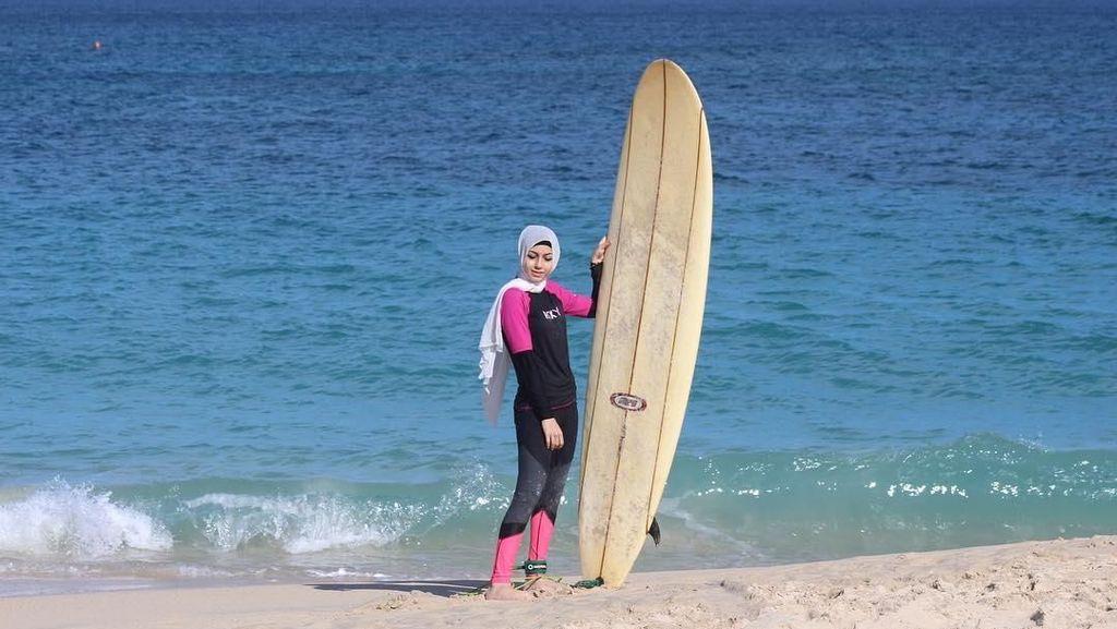 Foto: Fayrouz Gadalla, Hijaber Cantik yang Hobi Olahraga Ekstrem