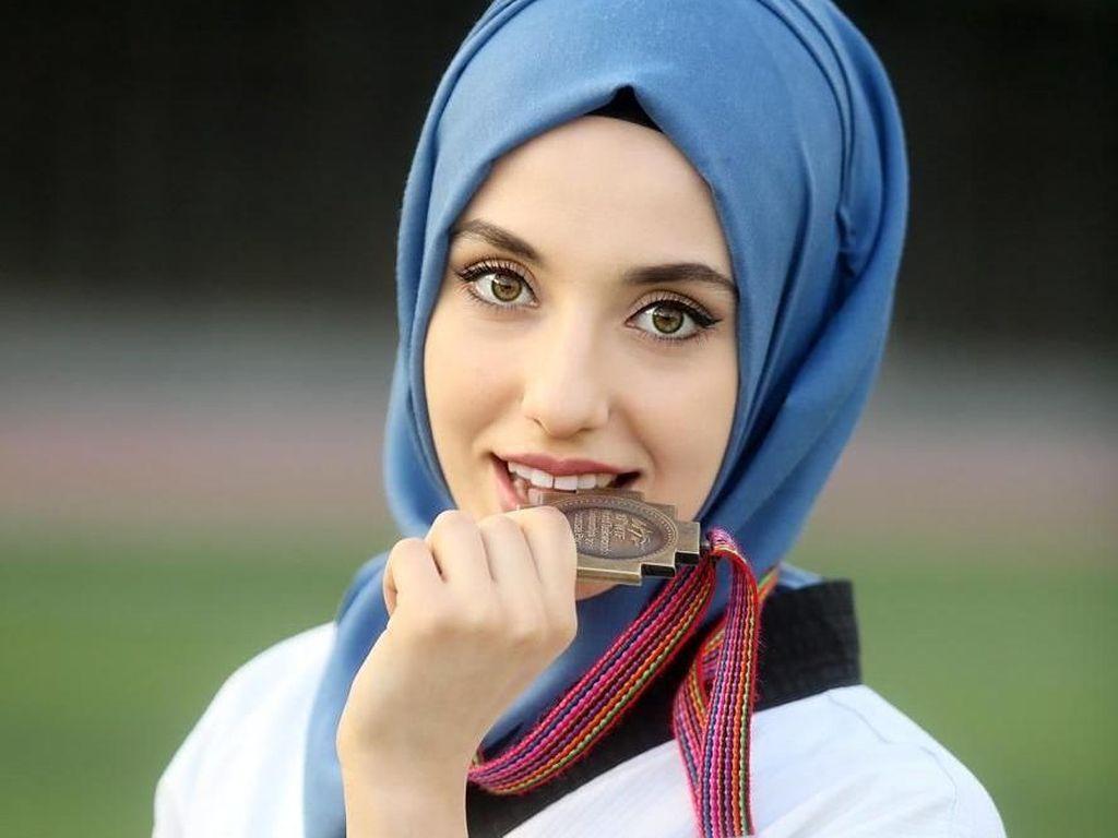 Foto: Liburannya Hijabers Cantik Turki yang Jago Taekwondo