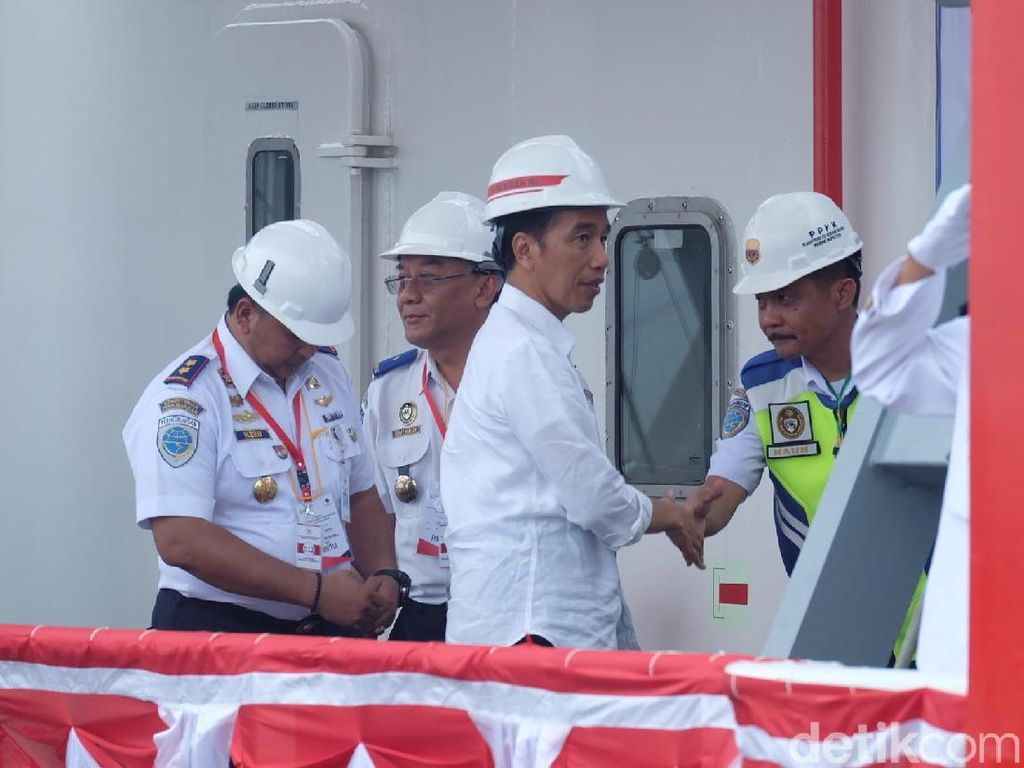Ke Kawasan Industri Terintegrasi Pelabuhan, Jokowi: Sangat Efisien